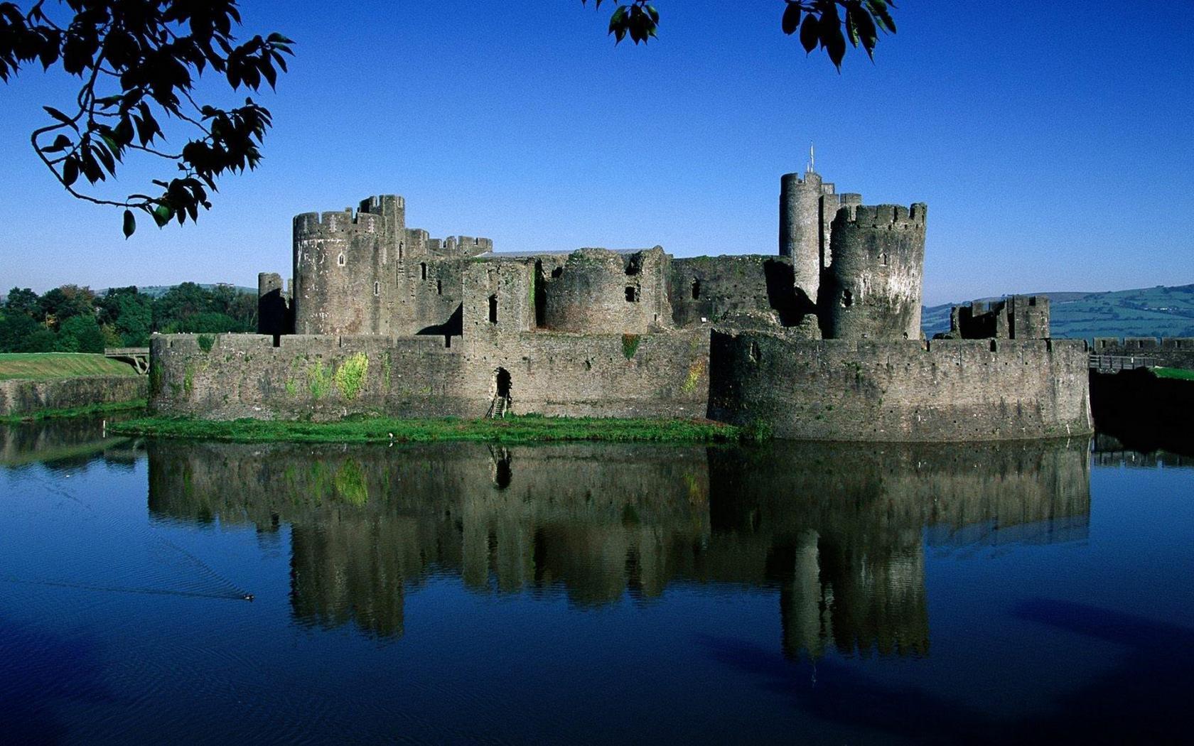Название замок размер 1680x1050